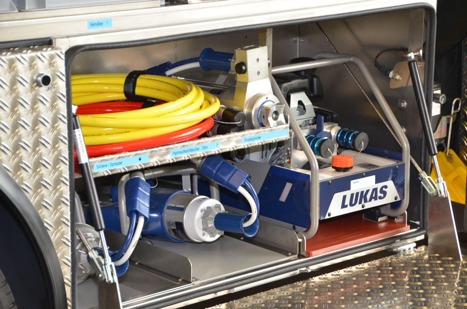 Neues TLF der Feuerwehr übergeben - Feuerwehr Wetzikon-Seegräben